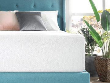 colchón en una cama