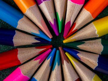 Puntas afiladas de colores de buena marca / Crédito: Pexels