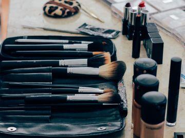 Estuche con maquillaje