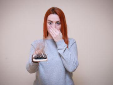 cabello en el cepillo