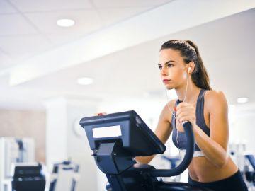 Elige la mejor máquina para entrenar desde casa sin gastar mucho dinero. Foto de Pexels