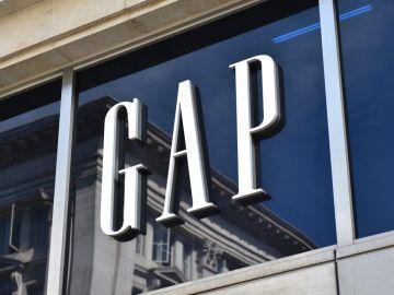 fachada de tienda gap