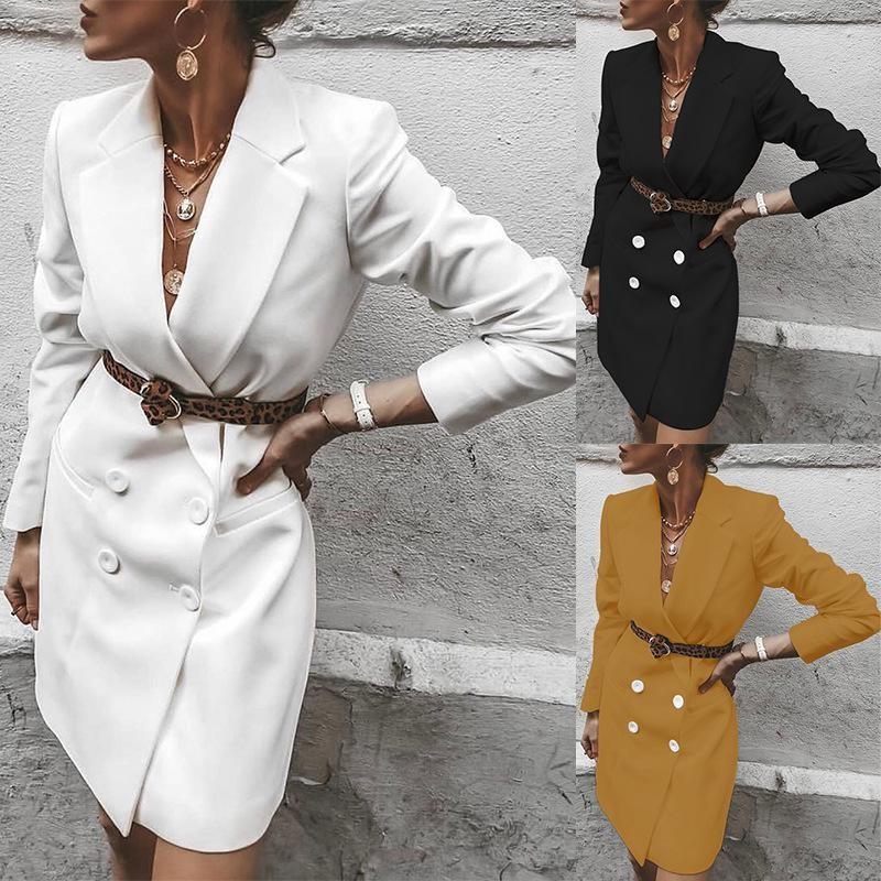 mujer elegante con traje