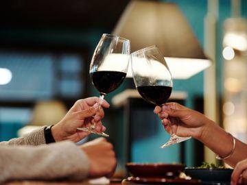 Dos copas de vino bueno y barato