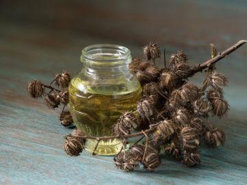 aceite de ricino en frasco de vidrio