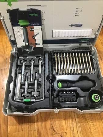juego de herramientas con estuche