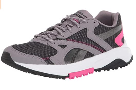 zapatos deportivos violeta con blanco y negro