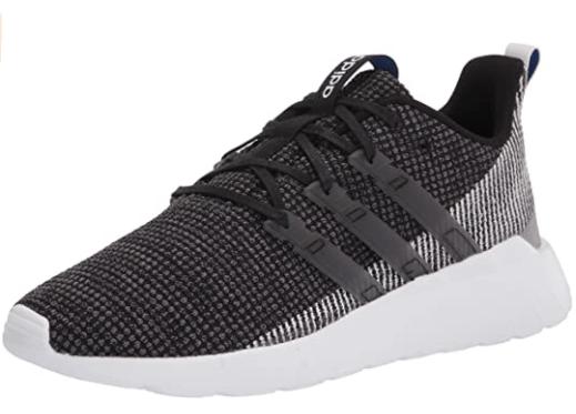 zapatos deportivos negros con blanco