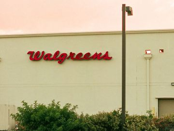 fachada de walgreens con logo