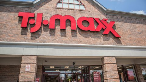 T.J.Maxx ofrece cientos de descuentos y ofertas de verano imperdibles en productos para tí, el hogar, y hasta para tus mascotas. Te compartimos algunas de las mejores   Crédito: Shutterstock
