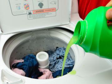Ahorrar en detergentes no solo es buscar comprar los más baratos, si no  también en llevar a la práctica los consejos que te compartimos en este artículo