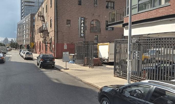 Estacionamiento público en Brooklyn