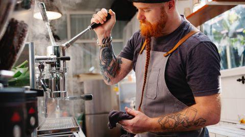 barista trabajando