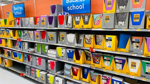 La temporada de vuelta a clases es una de las que los comercios ofrecen mayores ofertas. Compara y ahorra con estas opciones que incluyen artículos de Walmart.