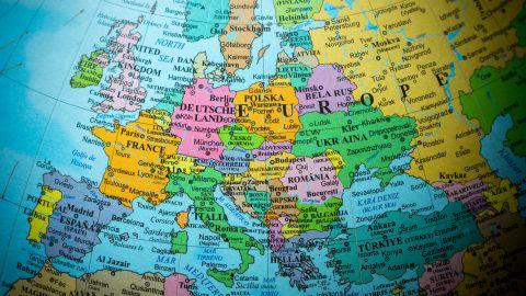 Europa es uno de los continentes más populares para millones de turistas viajar. Descubre los meses para viajar más barato en todo el año.