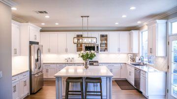 cocina minimalista blanca