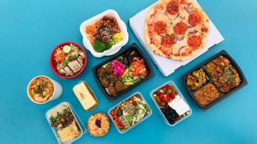 comidas listas sobre la mesa